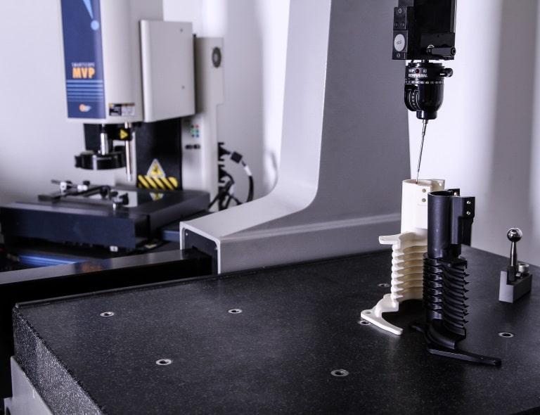 Contrôle qualité pièces plastique haute technicité MICROPLAST